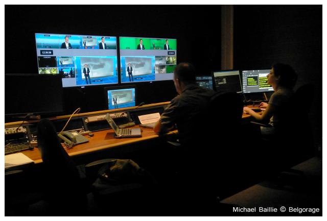 Ecrans sur lesquels on peut voir le résultat des enregistrements plateaux de l`émissions `Quel temps!`. Crédit photo : Michael Baillie